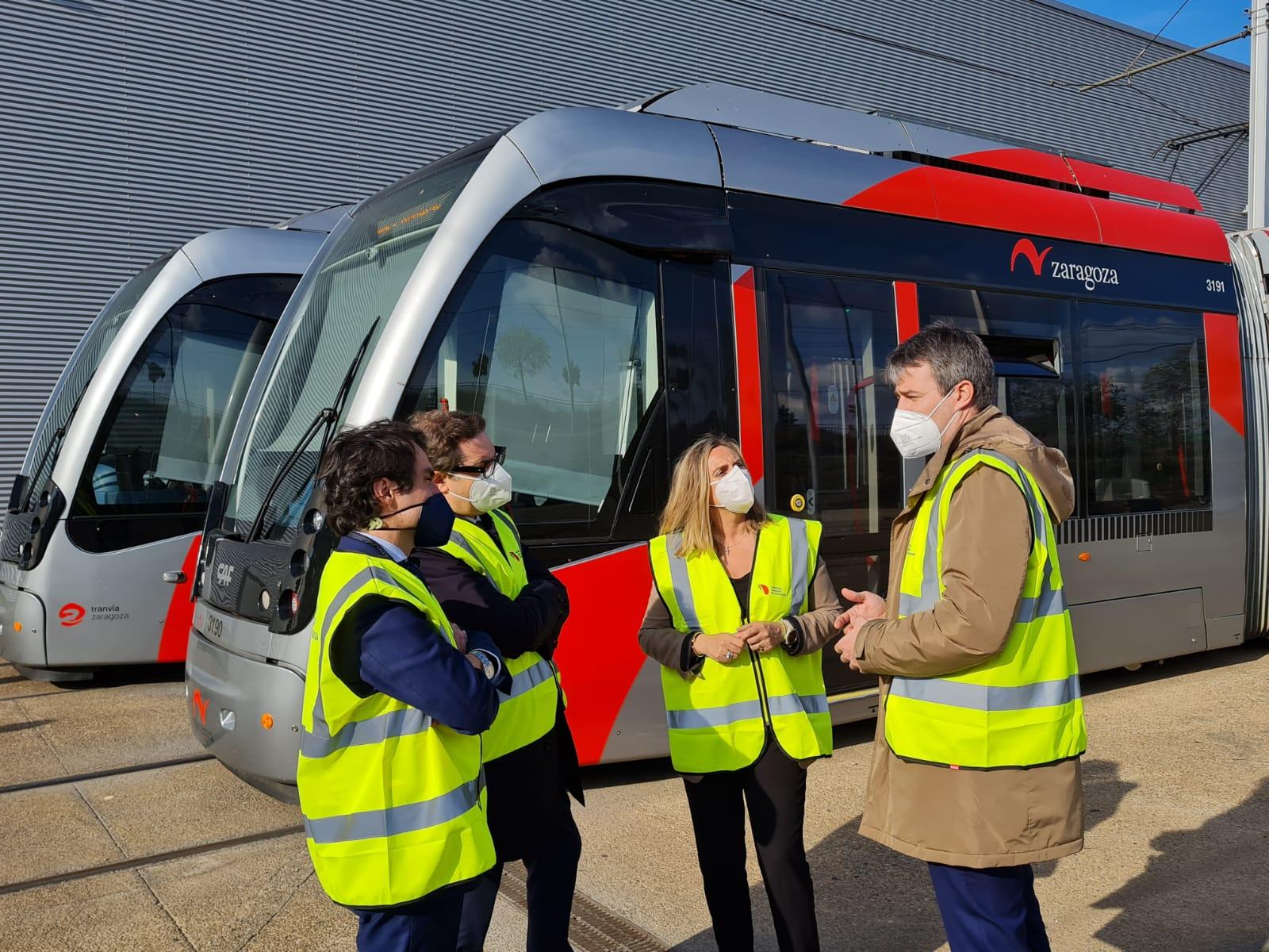 Marifrán Carazo visita el tranvía de Zaragoza, cuya tecnología se aplicará en el Metro de Granada
