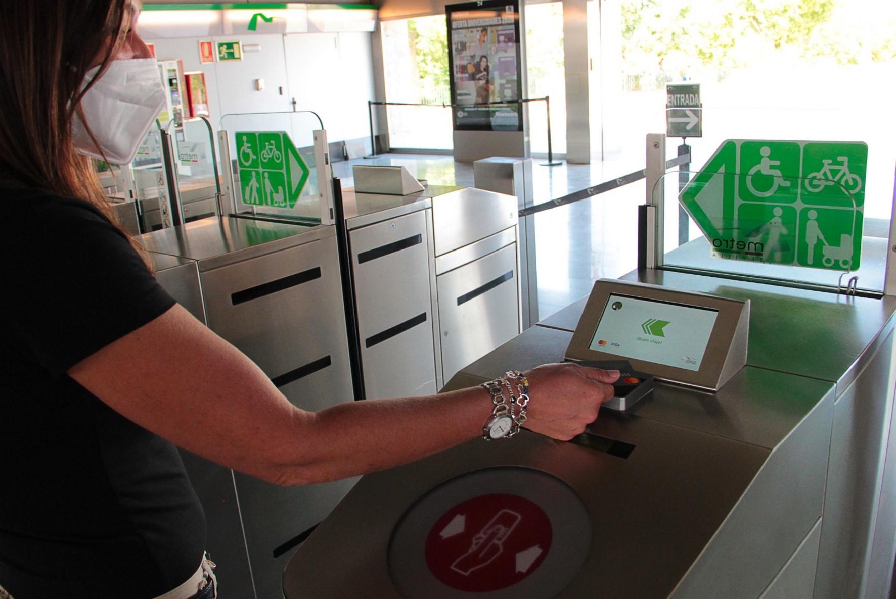 Metro de Sevilla se convierte en el primer suburbano en España con postpago inteligente