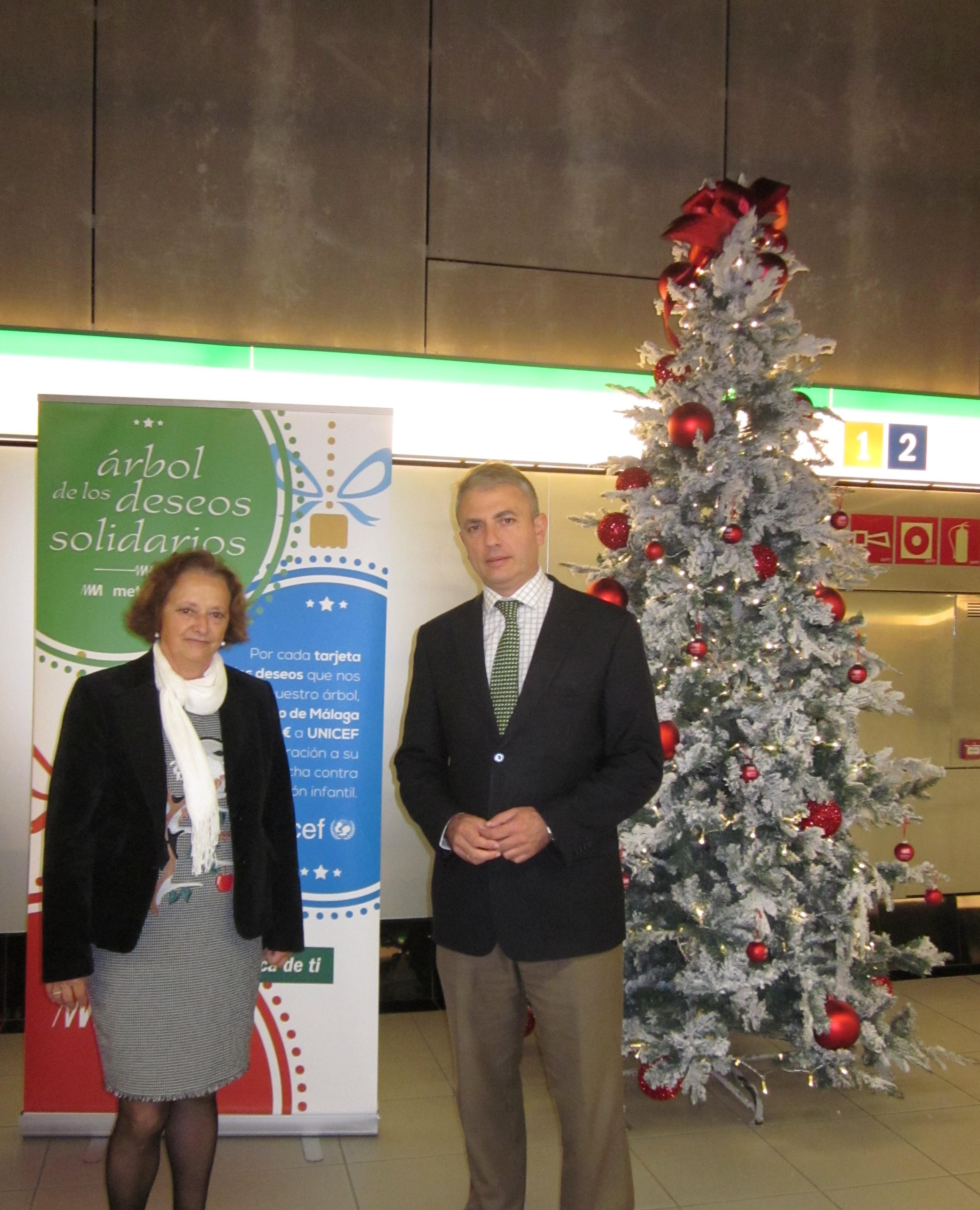 el director general de Metro de Málaga, Fernando Lozano, y la presidenta de UNICEF Comité Málaga, Cristina Álvarez.