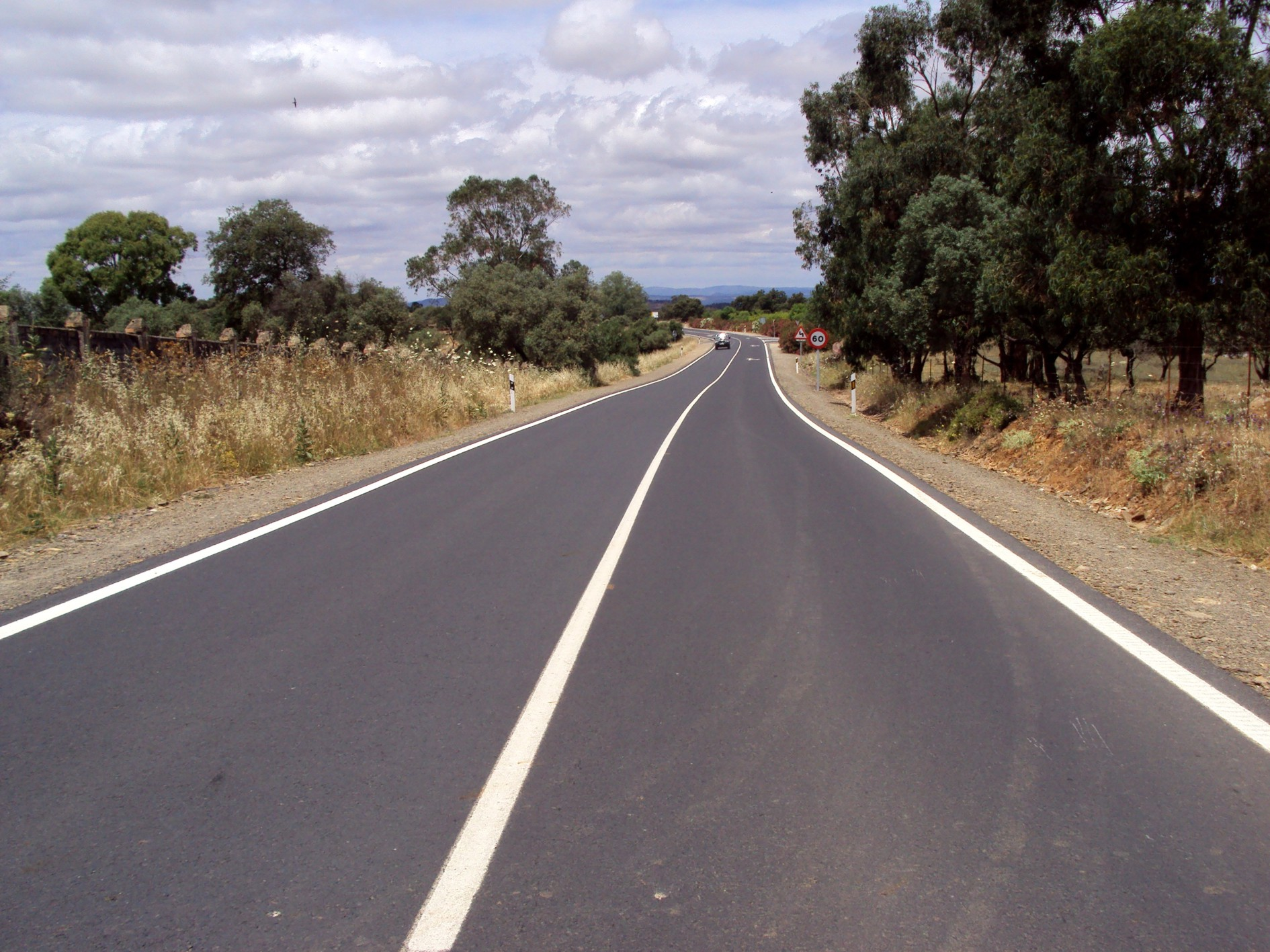 Actual carretera a su paso por Zalamea la Real, población de inicio de la futura autovía.