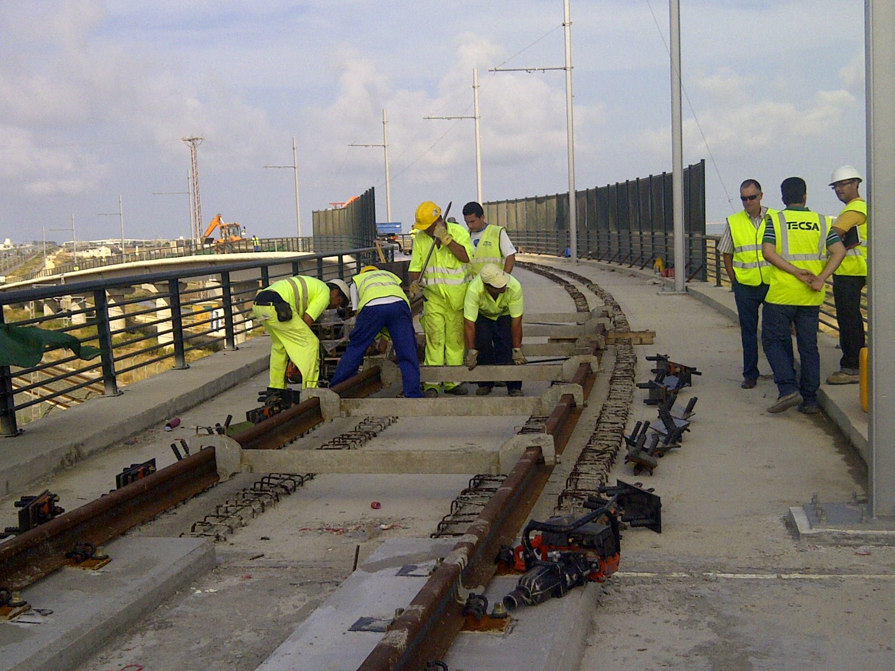 Los trabajos para montar doscientos metros lineales de carril de vía cuenta con la autorización de ADIF