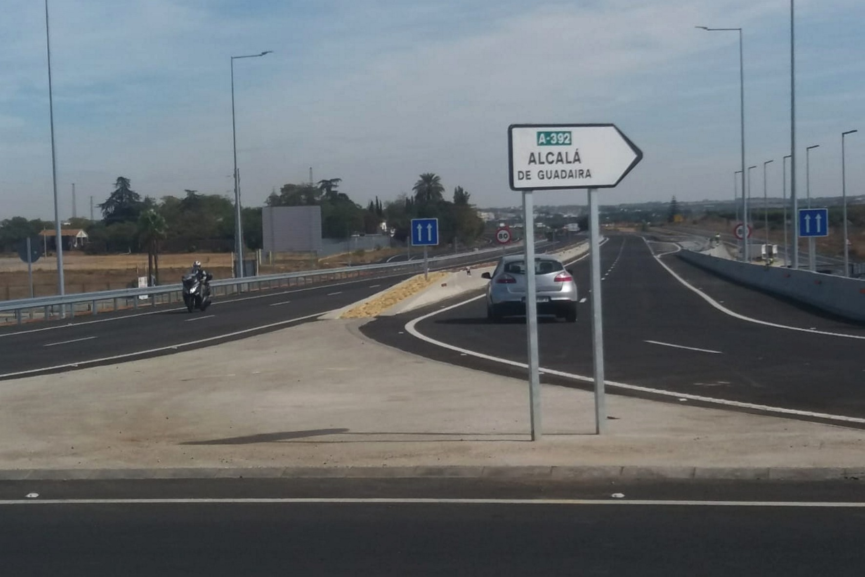 La A-392 está abierta al tráfico desde Alclaá de Guadaíra hasta El Tomillar.