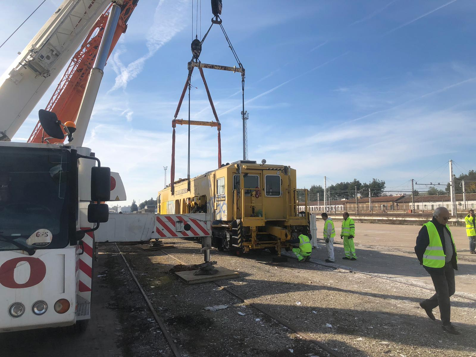 Trabajos de bateo en la vía de Vadollano a Linares.