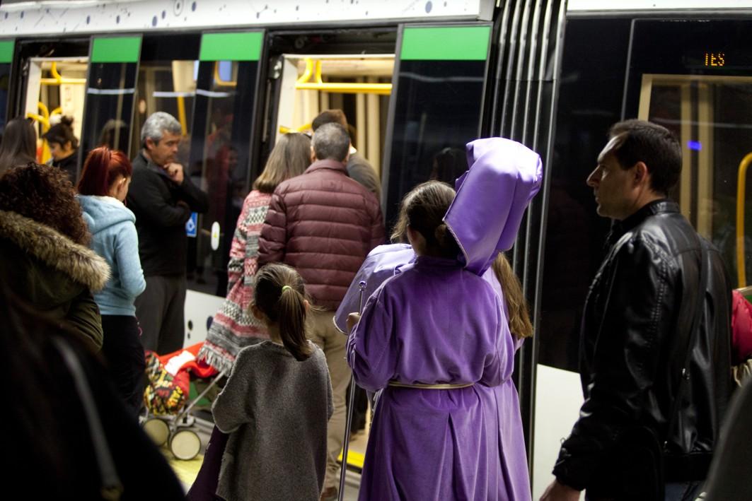 Miles de usuarios han cogido el metro durante los días de Semana Santa en Málaga.