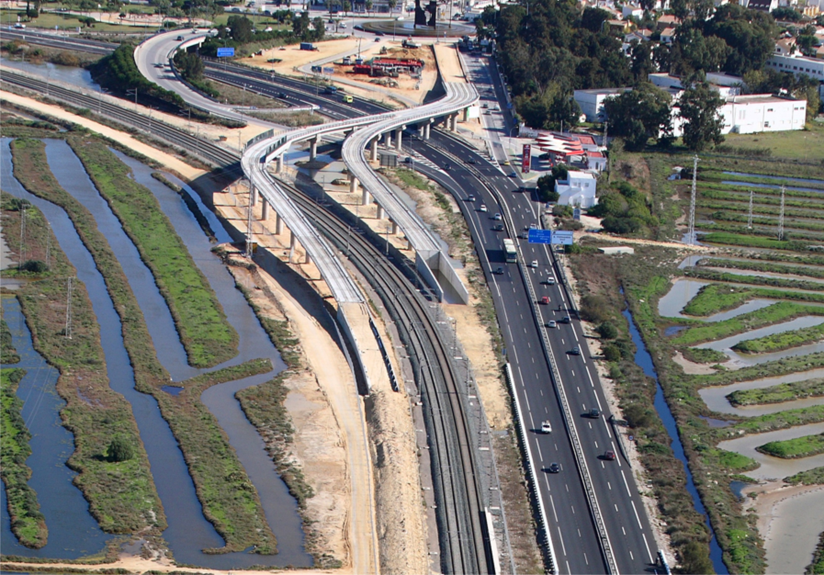 Esta actuación conectará el tramo de Chiclana - San Fernando con las vías del ferrocarril de ADIF.