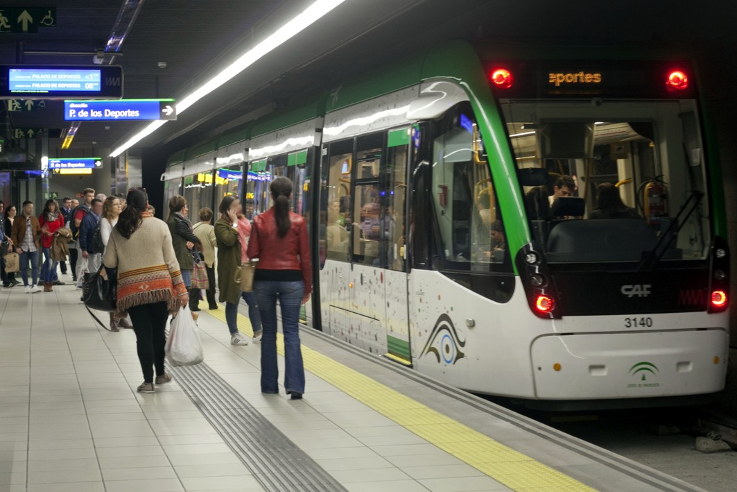 La nueva frecuencia de paso de trenes se adapta a la demanda.
