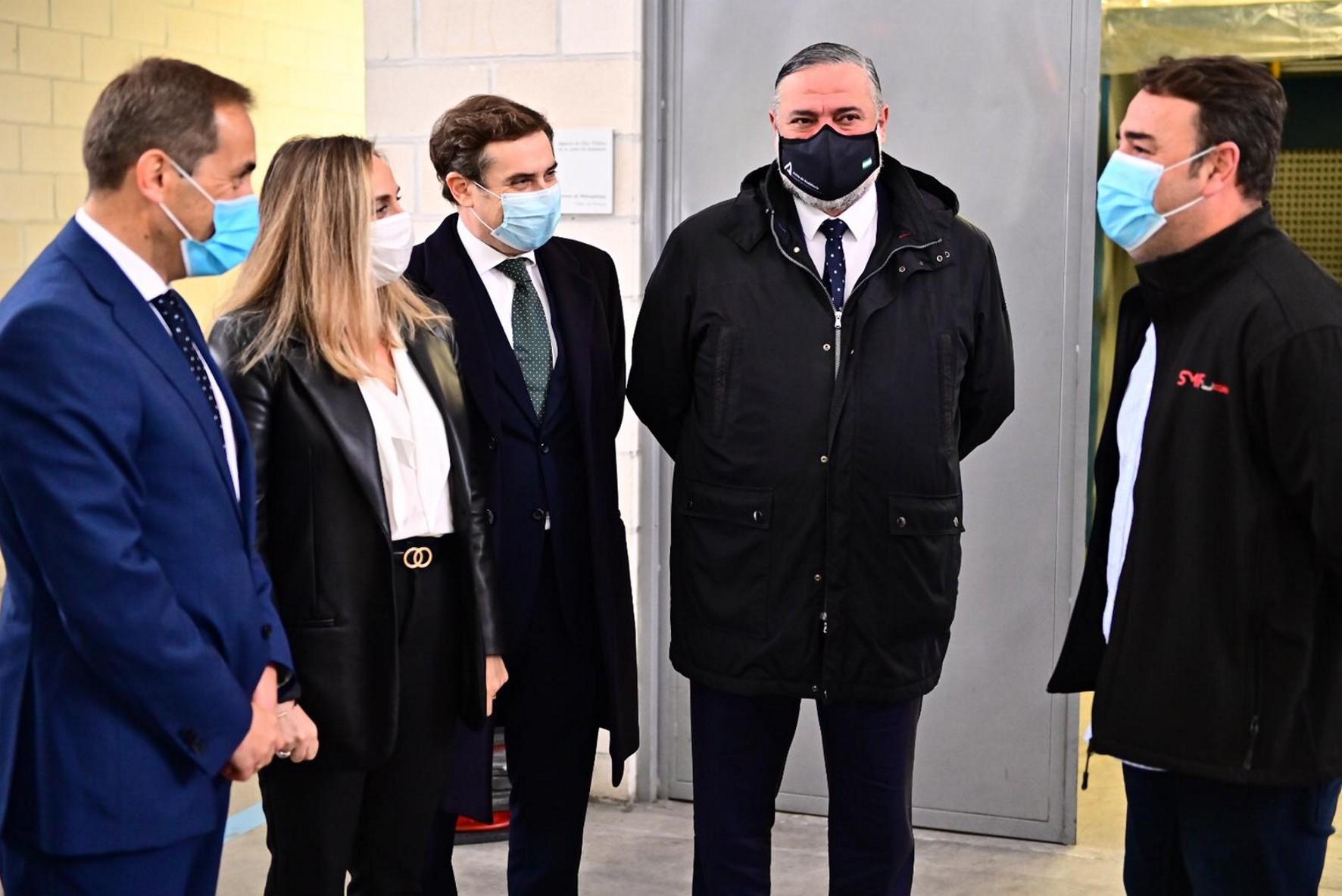 La consejera ha atendido a los medios en los talleres y cocheras del Metro de Granada.