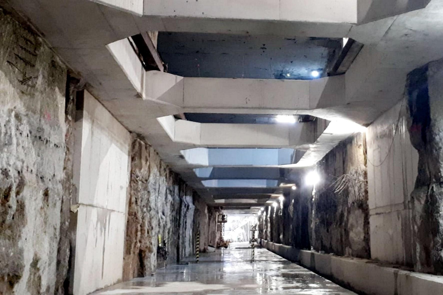 Imagen del túnel de metro en dirección a Atarazanas.