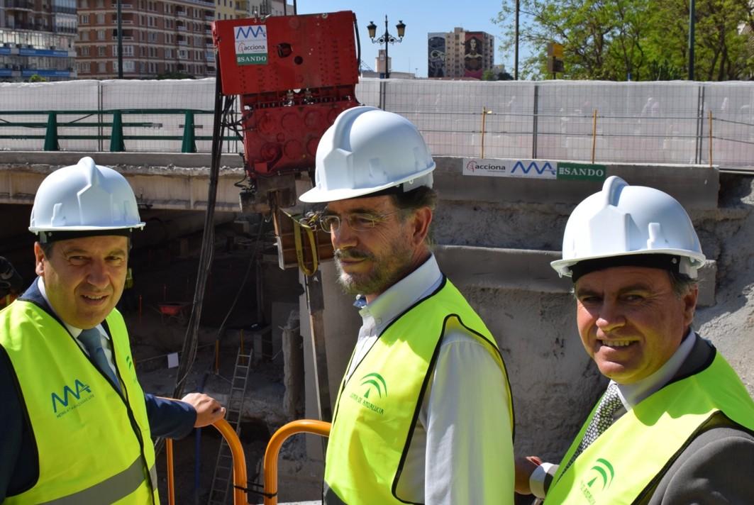 El consejero de Fomento visita als obras del metro en el puente de Tetuán.