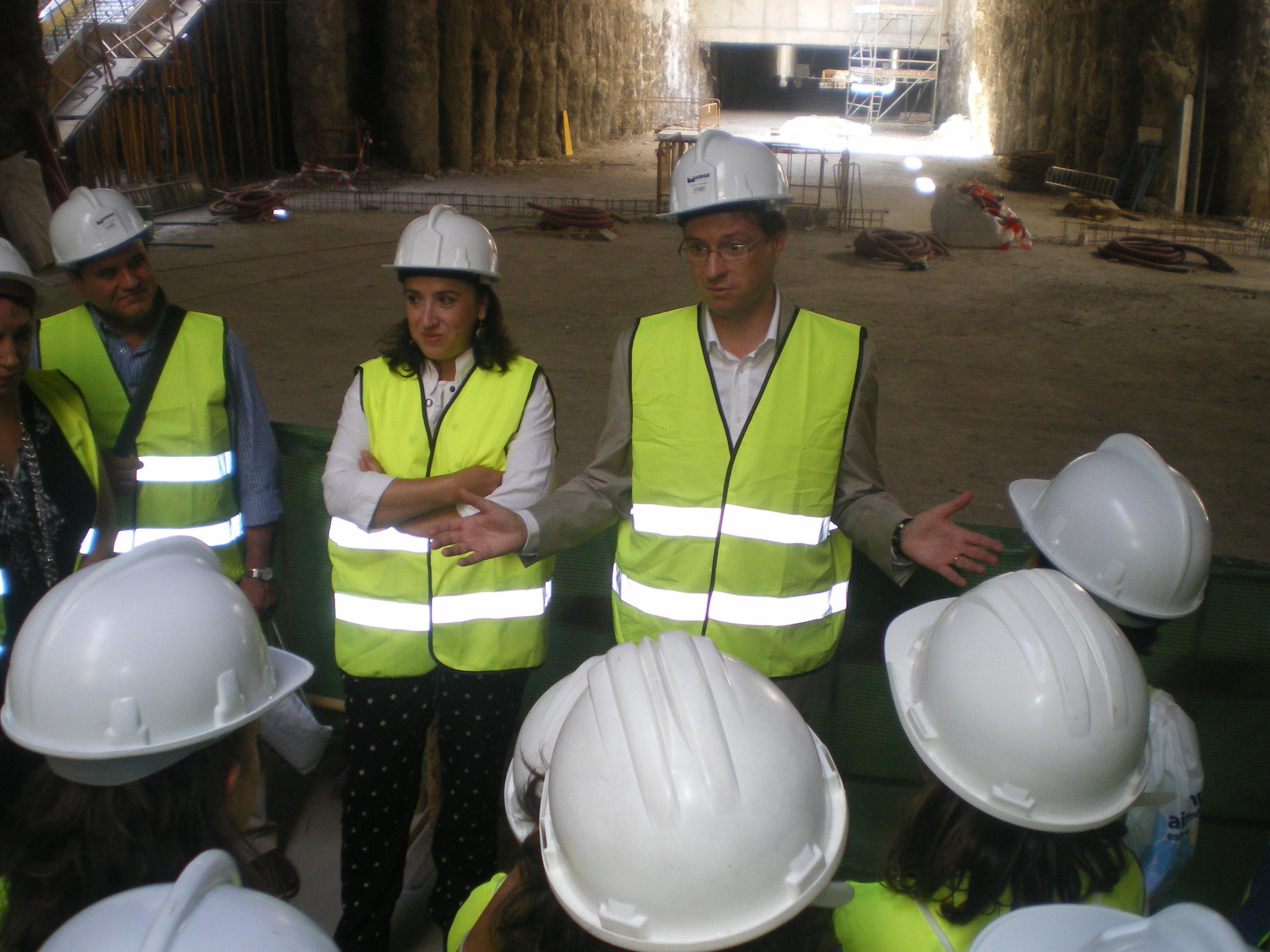 La primera visita ha contado con la presencia de la delegada del Gobierno de la Junta en Granada y del delegado territorial de Fomento.