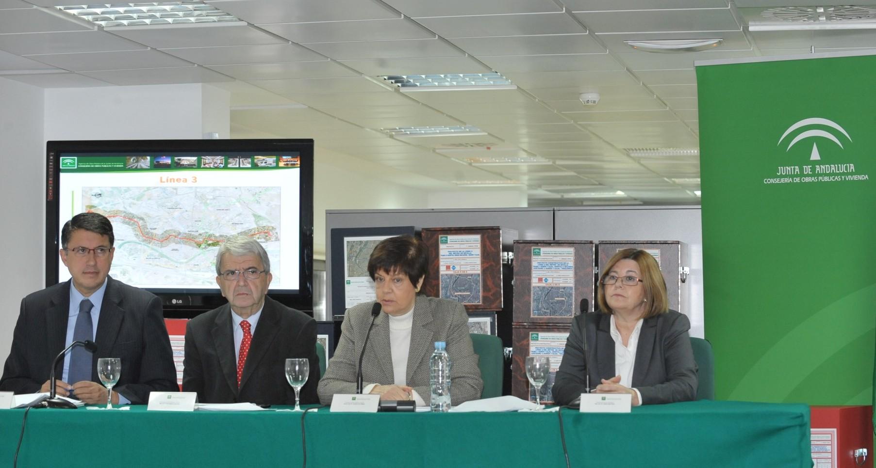 Los representantes de la Consejería de Obras Públicas y Vivienda presentan en rueda de prensa los proyectos finalizados.