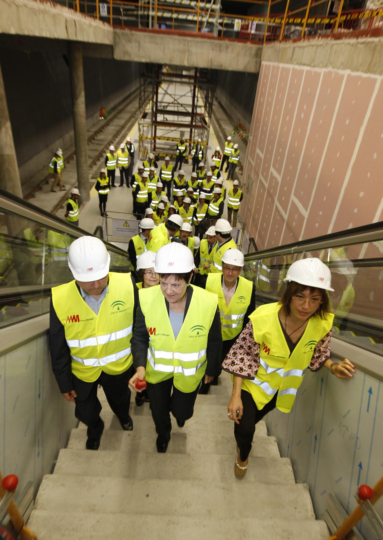 La consejera de Obras Públicas y Vivienda visita las obras del Metro de Málaga.