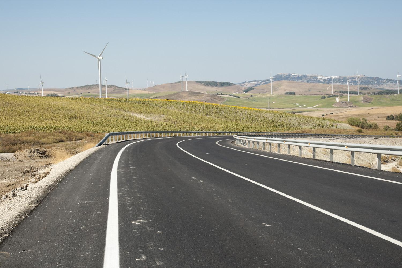 La carretera A-389 une Arcos de la Frontera con al A-381 (Jerez - Los Barrios) a la altura de Paterna.