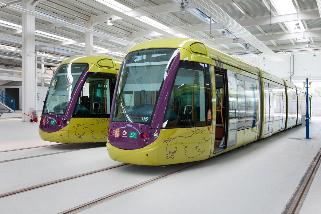 Trenes en cocheras del tranvía de Jaén (foto archivo).