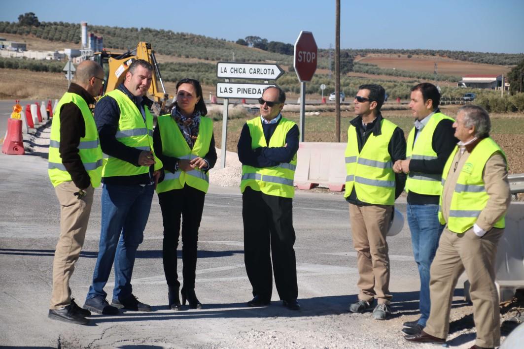 La Junta finalizará en 15 días las obras de mejora de dos intersecciones de la A-445, entre Posadas y La Carlota