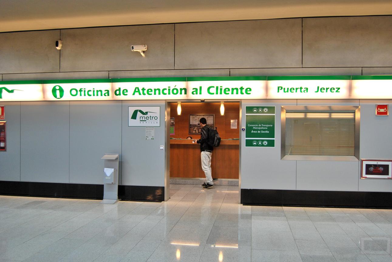 La Oficina de Atención al Cliente de Metro de Sevilla, ubicada en el vesíbulo de la Estación  Puerta Jerez