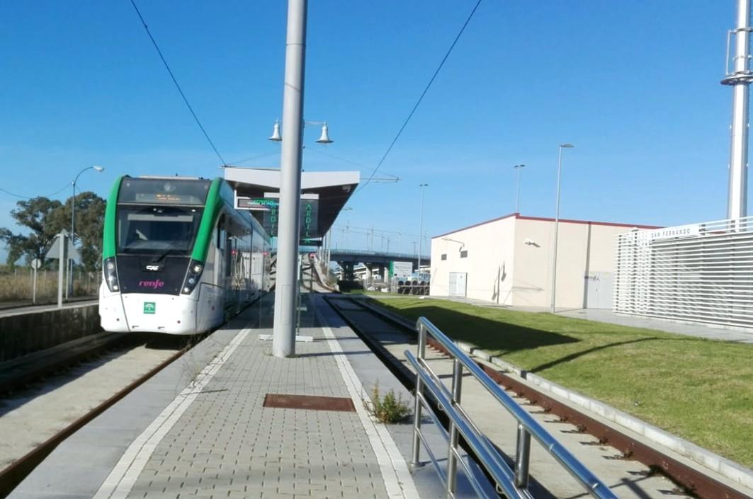 El tranvía ha llegado en pruebas a la parada situada en La Ardila.