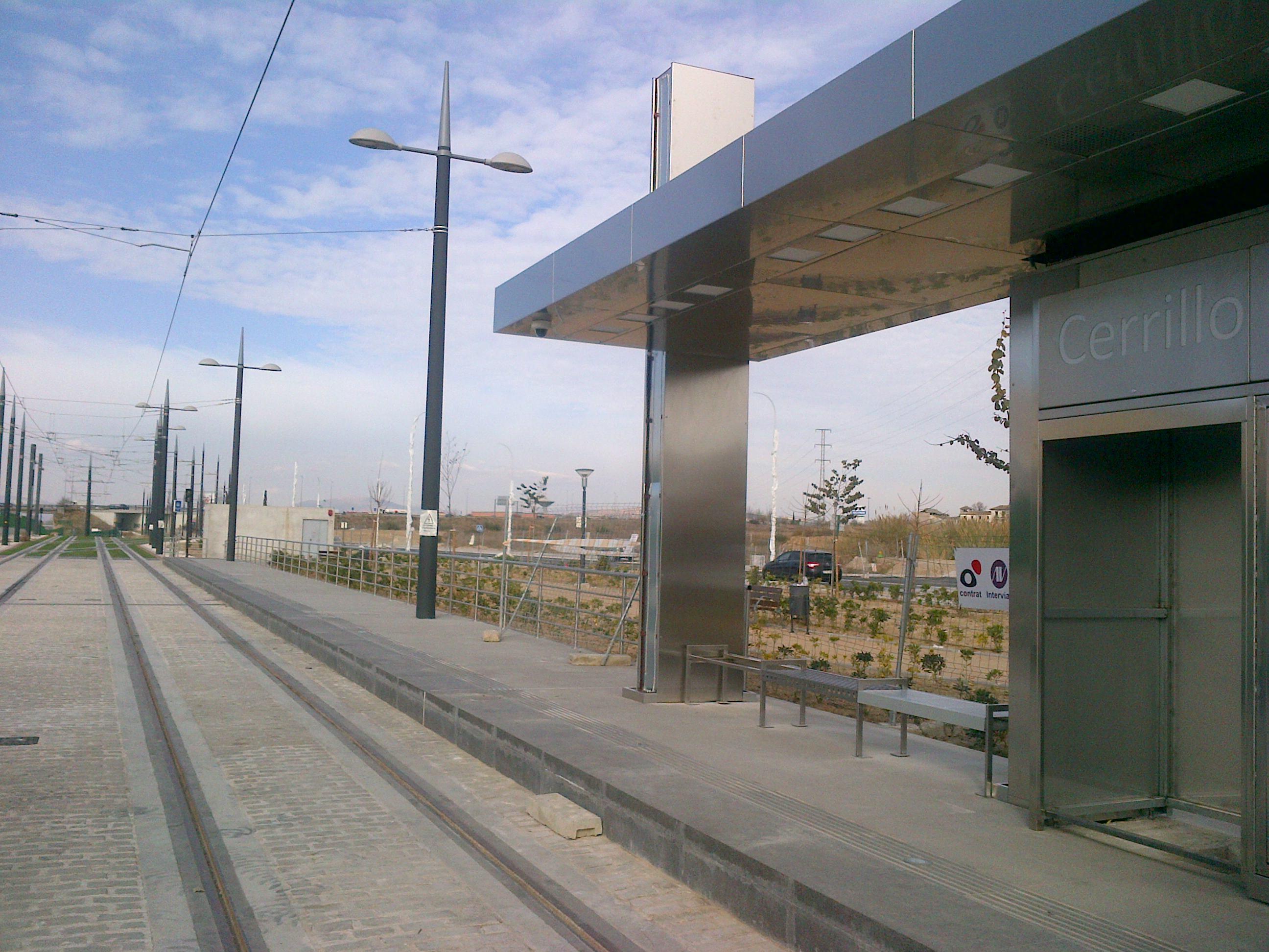 imagen de la parada de Cerillo Maracena, la primera en dispone de las marquesinas instaladas.