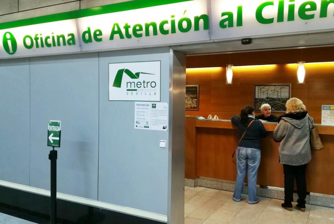 La Oficina de Atención al Cliente de metro de Sevilla, situada en Puerta Jerez.
