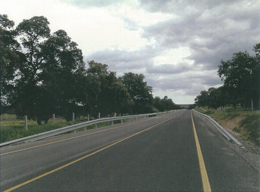 La carretera A-421 da acceso a la futura estación del AVE en Los Pedroches.