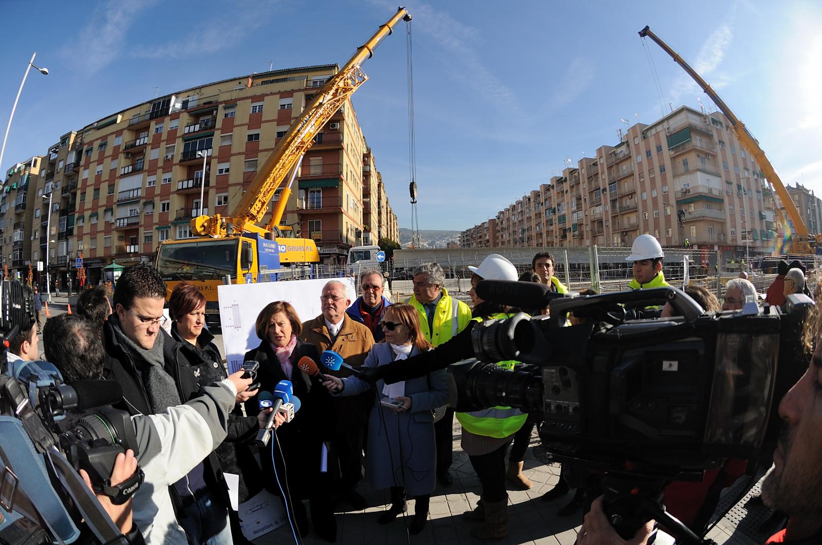 La delegada del Gobierno en Granada ha realizado hoy una visita al desarrollo de estos trabajos en Camino de Ronda