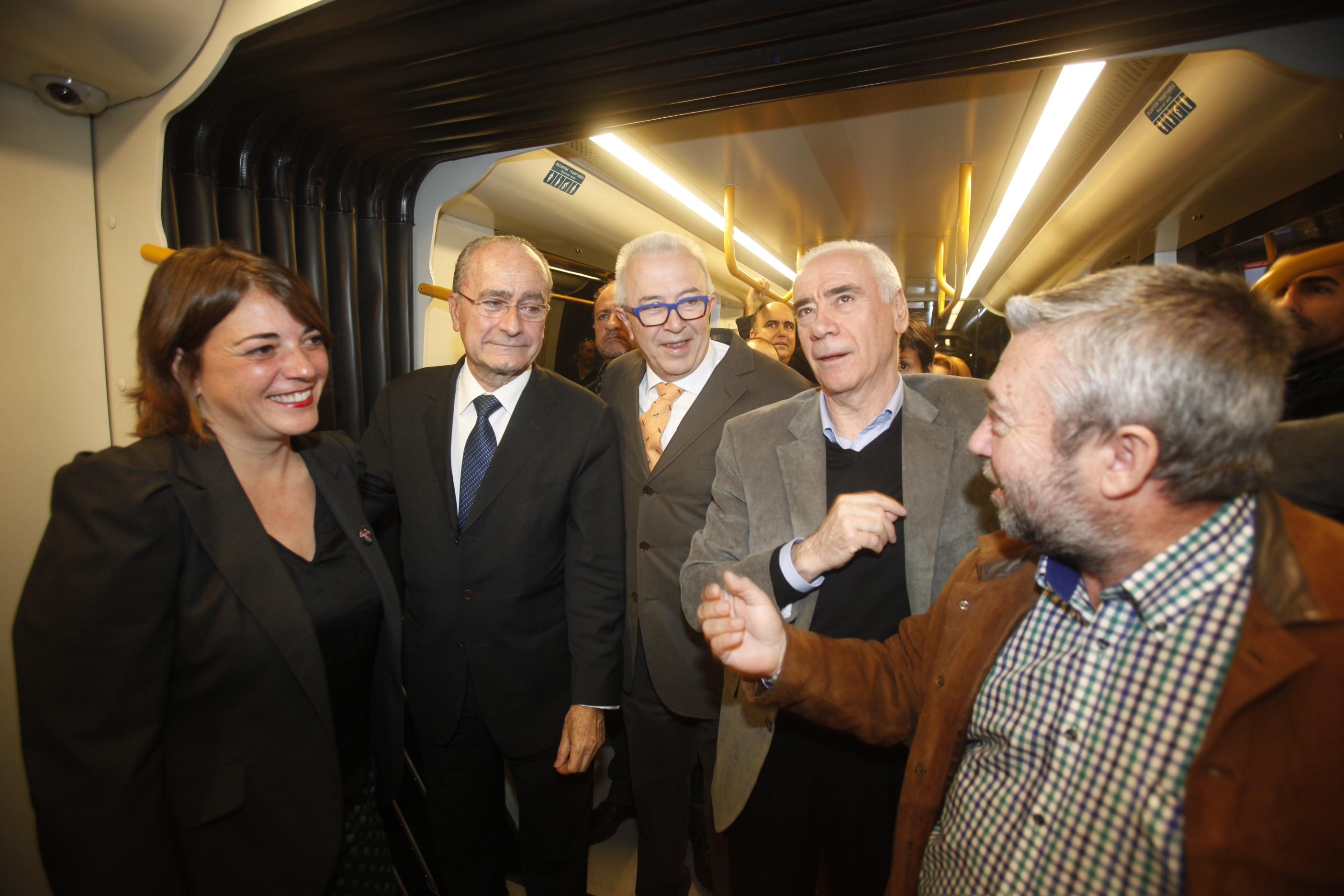 Elena Cortés y el alcalde de Málaga acompañados de los consejeros de Educación y Economía durante las pruebas dinámicas.