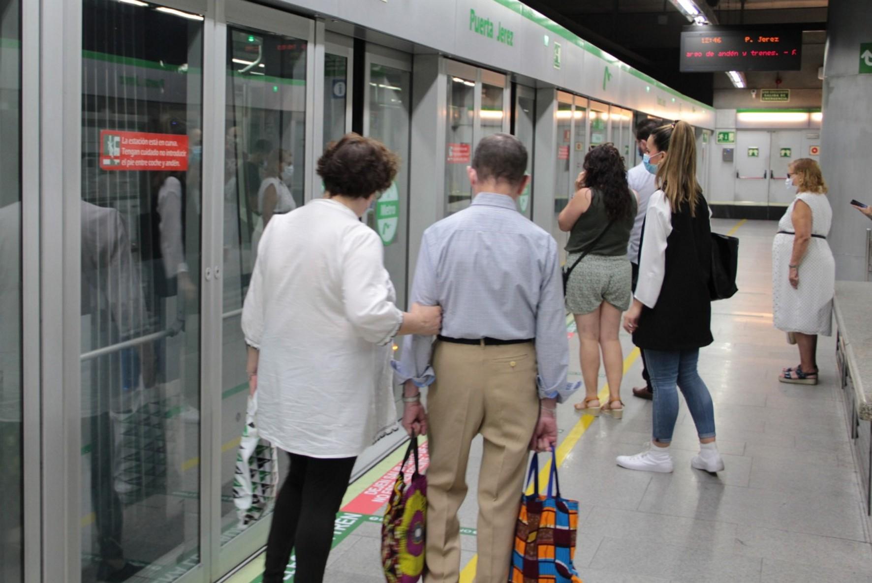 Metro de Sevilla apoya al comercio de cercanía.