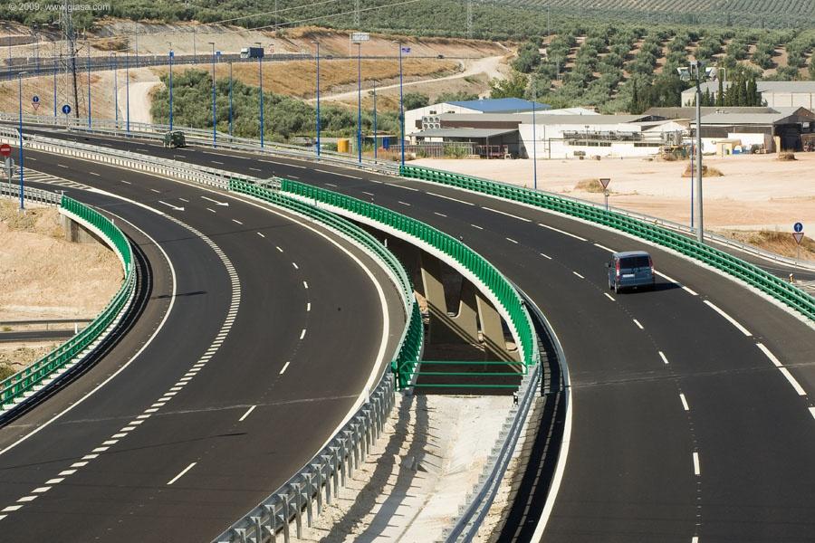 La Autovía del Olivar está concebida como uno de los principales ejes estructurantes de gran capacidad en Andalucía