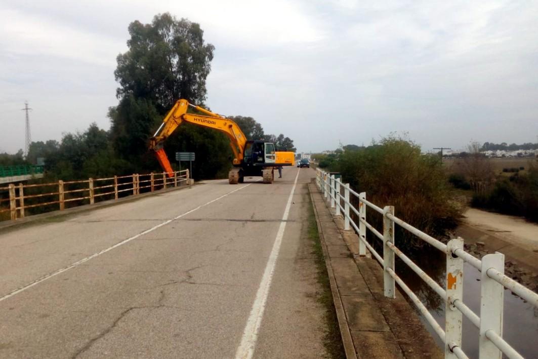 Hoy han comenzado las tareas de demolición del puente.