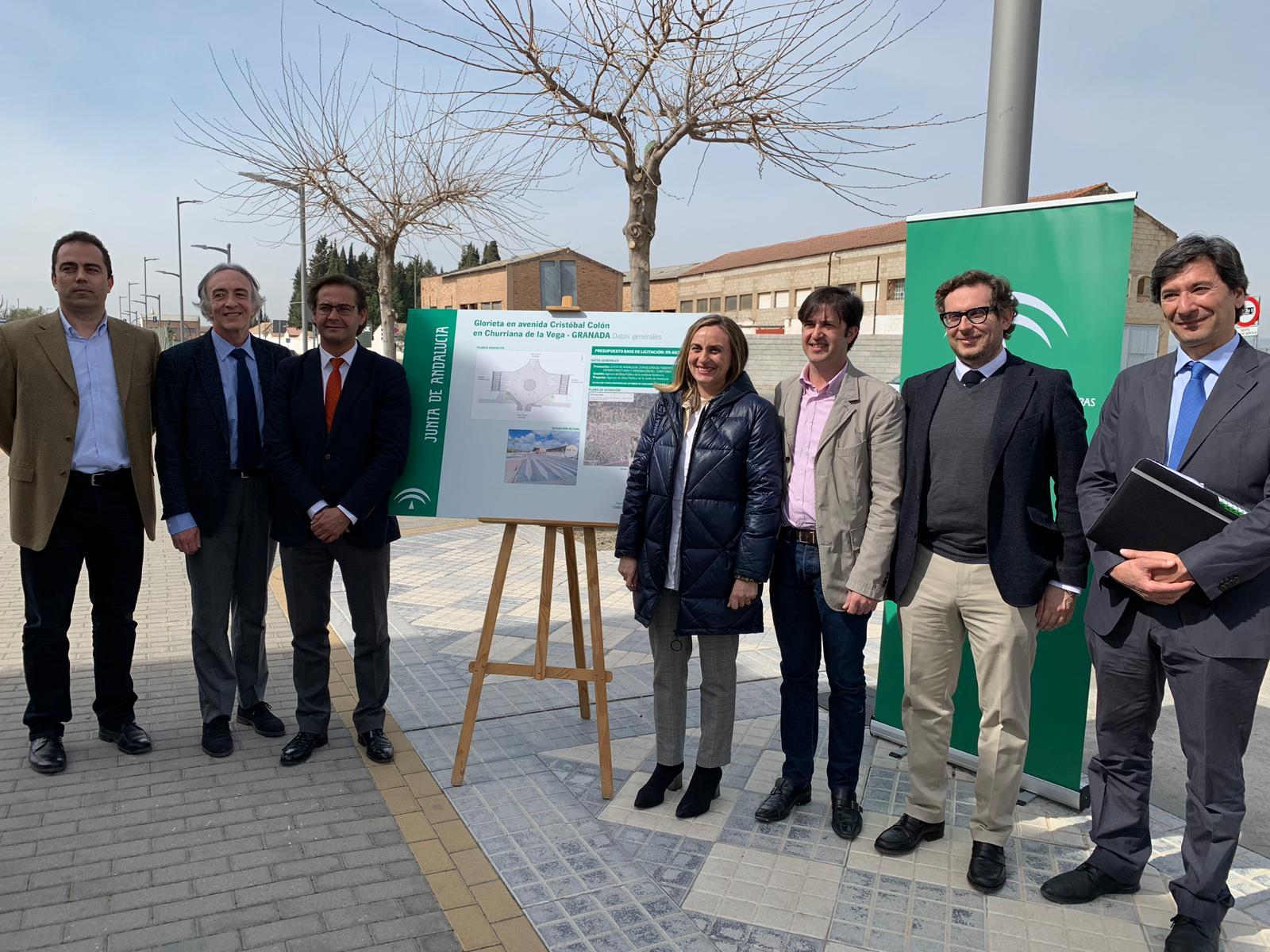 La consejera de Fomento, Marifrán Carazo, junto al alcalde de Churriana y otras autoridades.