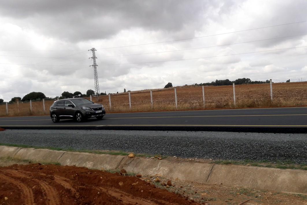 Corte de tráfico en la A-392, Alcalá - Dos Hermanas, en la salida hacia la autovía A-376 con motivo de las obras de desdoble