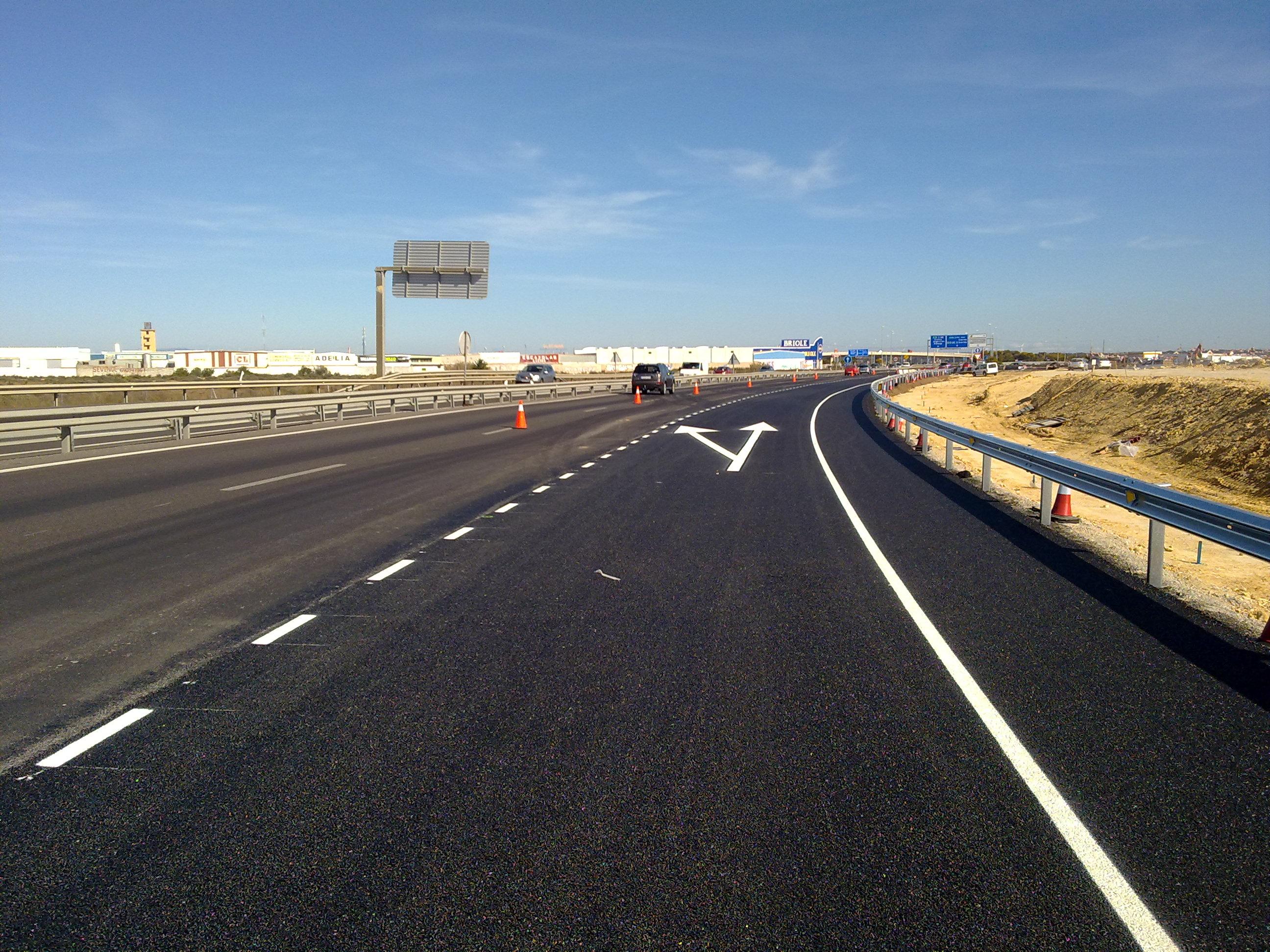 El ramal mejorará la conexión y fluidez del tráfico entre San Fernando y Chiclana a través de la autovía.