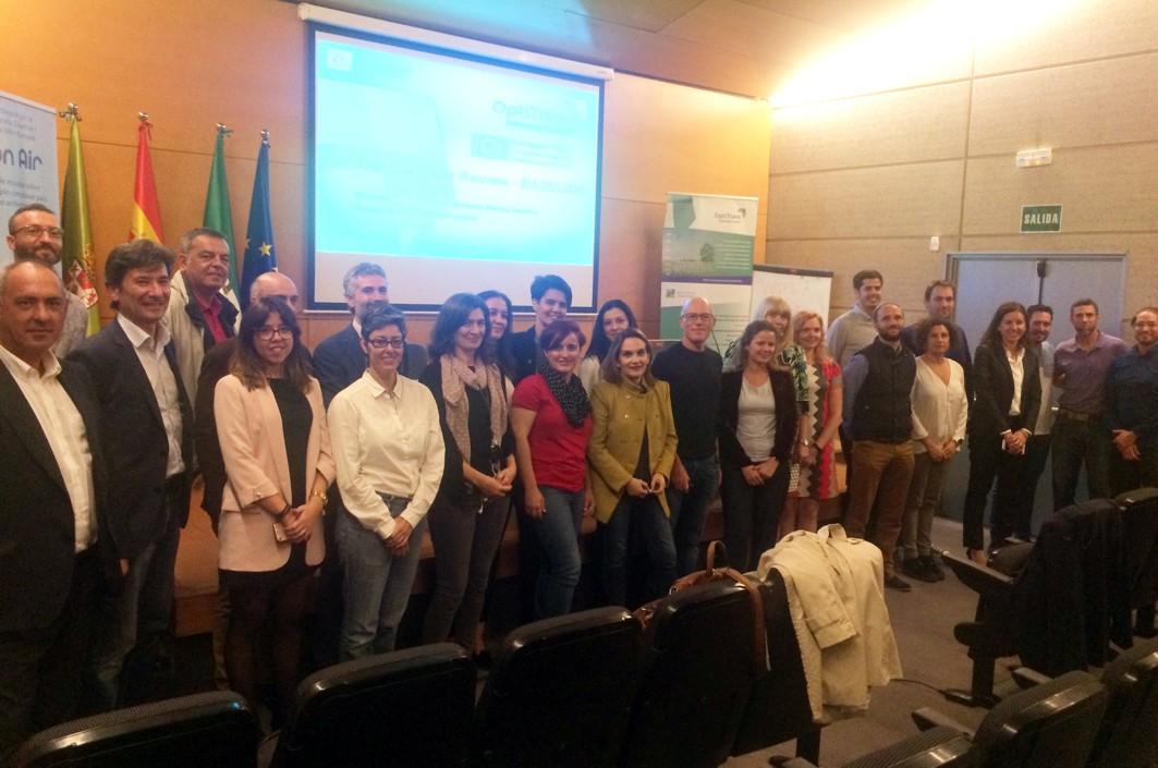 Foto de familia de la reunión de expertos europeos con representantes del metro de Granada.