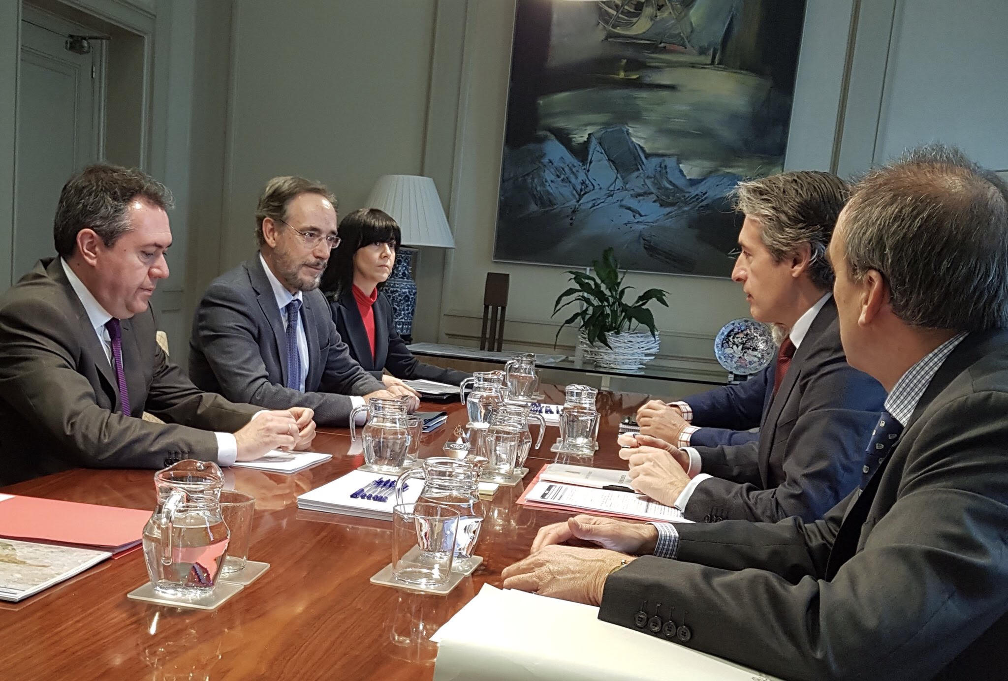 El consejero ha mostrado su satisfacción por la provechosa y productiva reunión mantenida con el ministro y por la implicación de su departamento