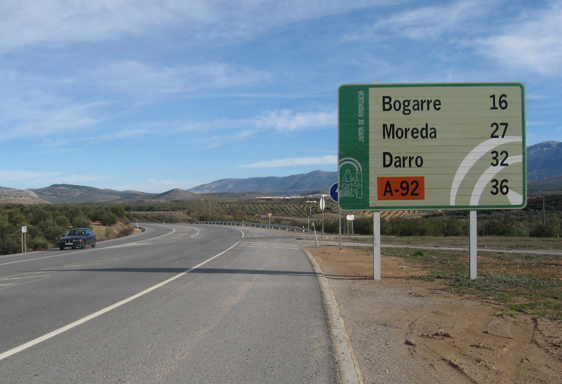 Imagen de la actual carretera autonómica convencional A-308 entre Iznalloz y Darro.