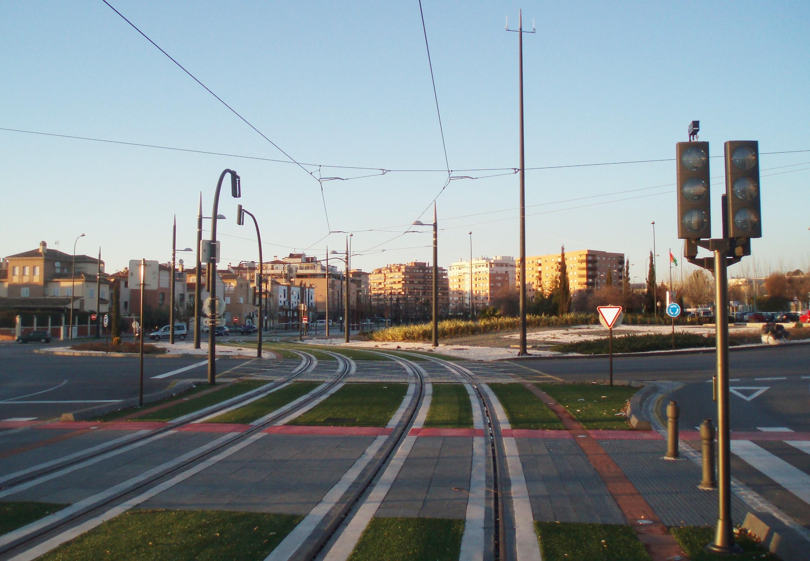 Imagen del mastil para comunicaciones instalado en el trazado del metro en Ronda Argentinita