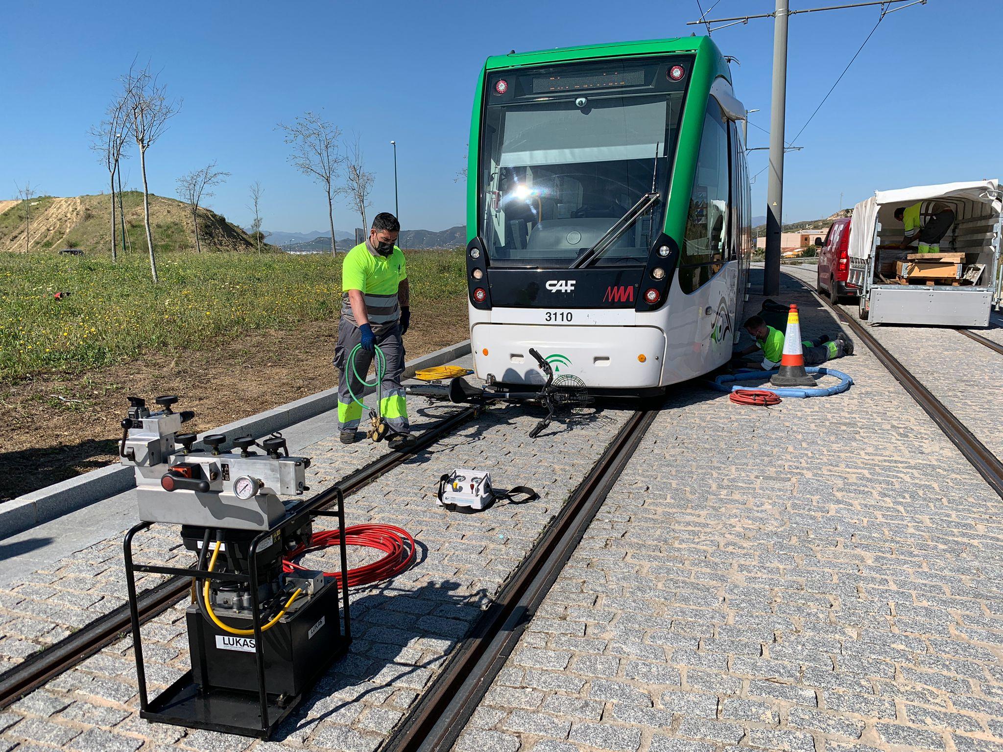 Simulacro de descarrilamiento tras atrapamiento de una bicicleta bajo el tren de Metro de Málaga