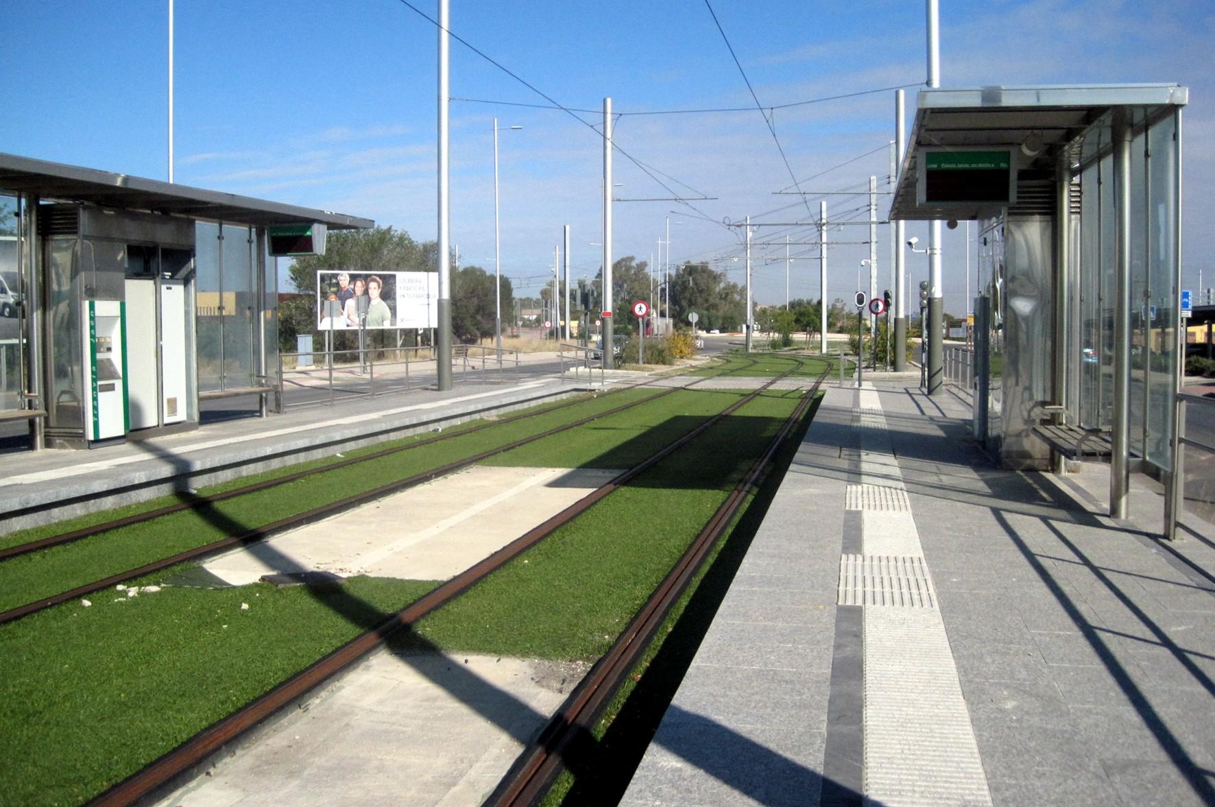 Parada del tranvía de Jaén cerca de las cocheras.