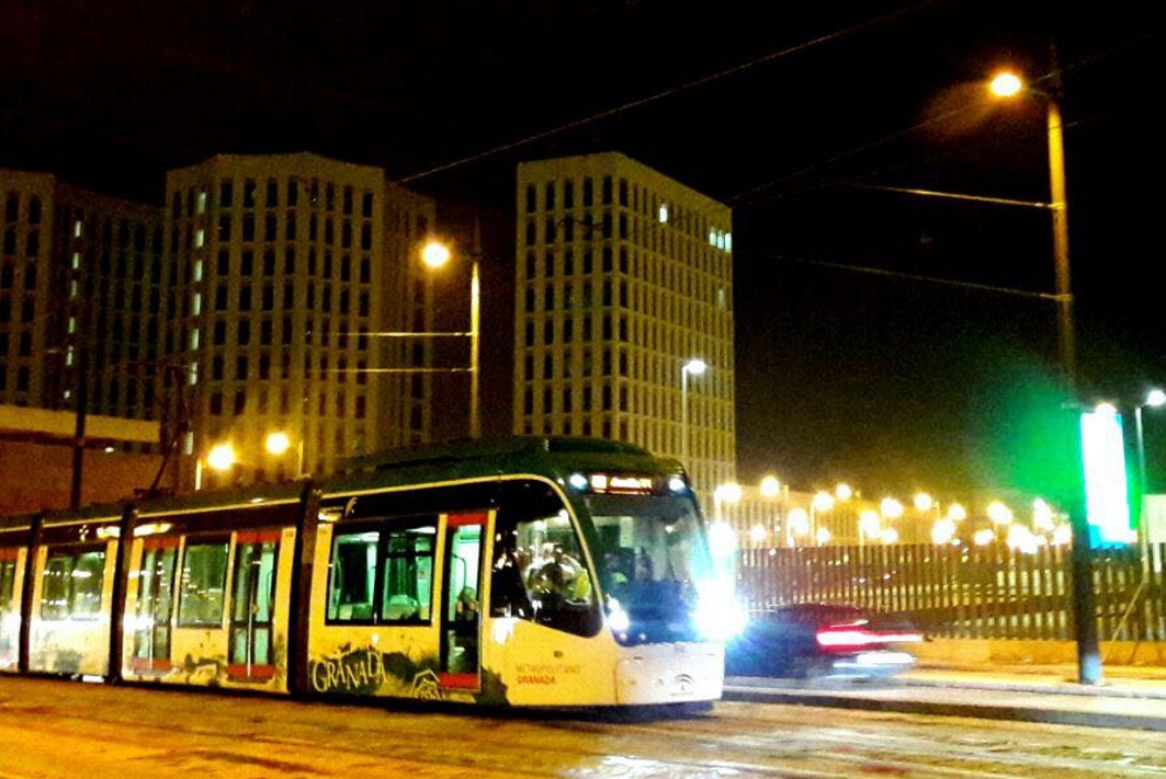 las pruebas del metro de Granada se llevan a cabo también en horairo nocturno, con el mismo horario de explotación comercial.