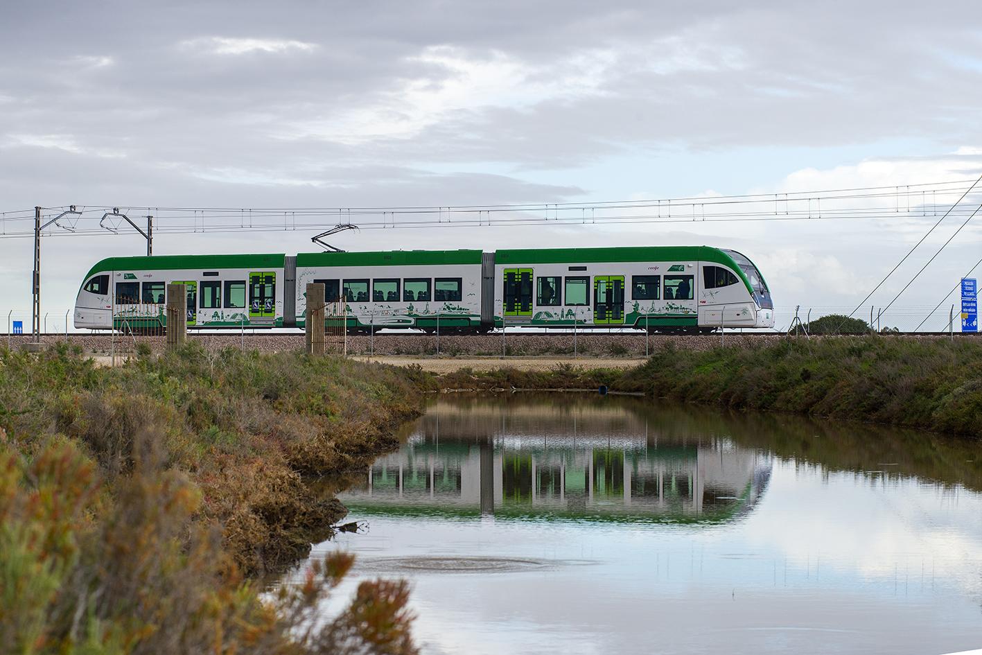 El tranvía de la Bahía de Cádiz es un sistema híbrido de transporte.