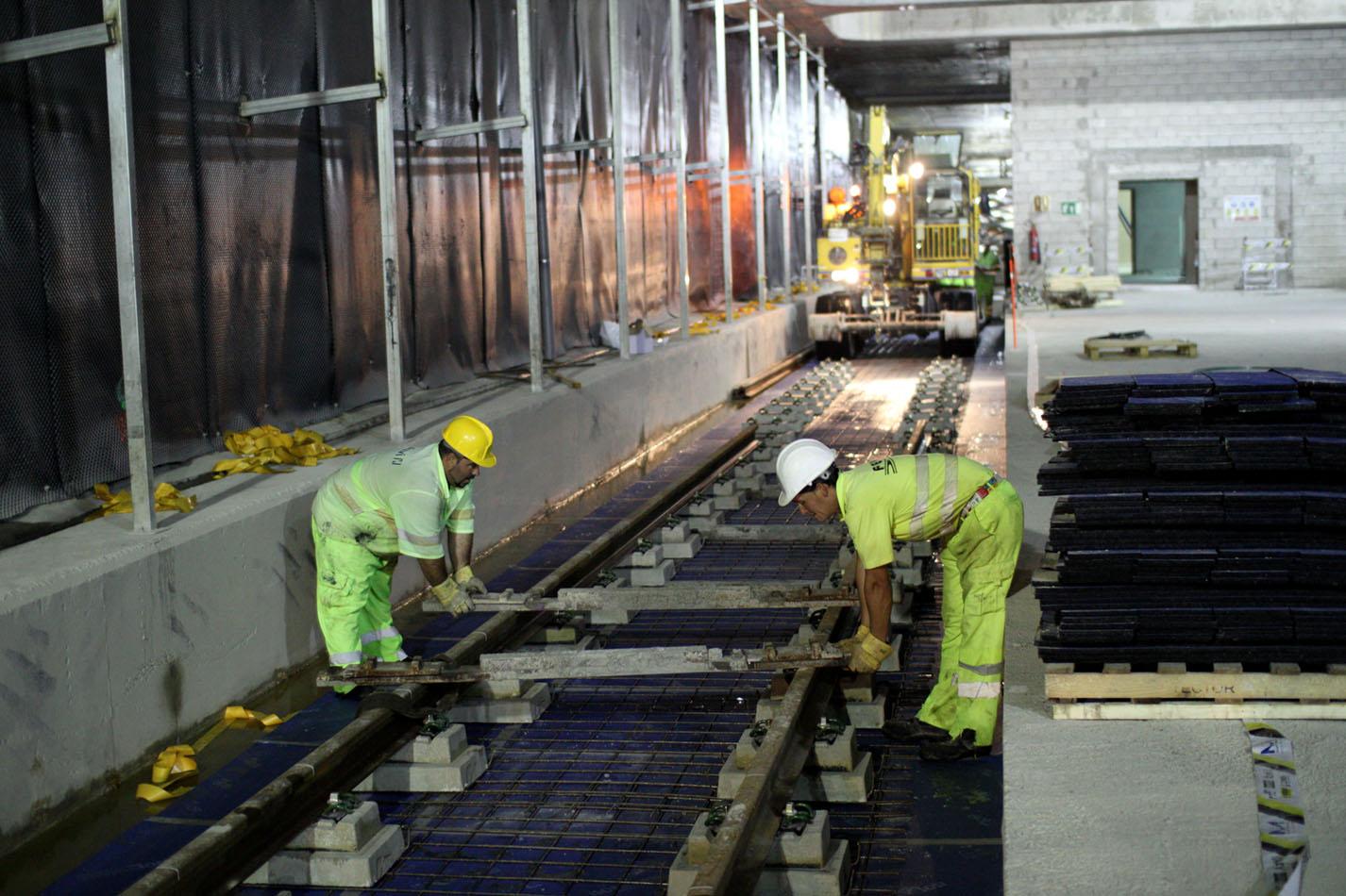 Trabajos de montaje de vías en la Línea 2 del Metro de Málaga