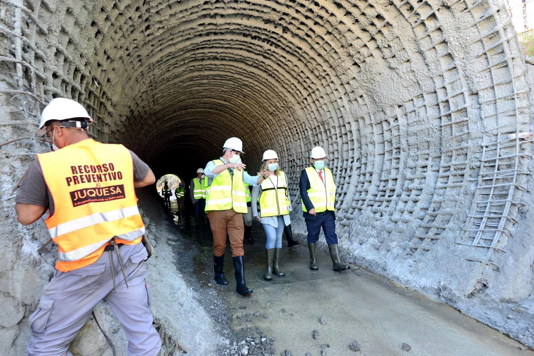 la consejera de Fomento ha visitado las obras de drenaje en Juncaril.