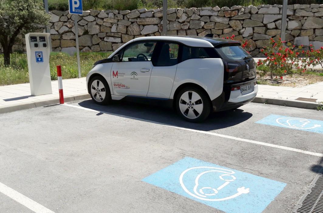 Imagen de uno de los vehículos eléctricos para la inspección del Metropolitano de Granada.