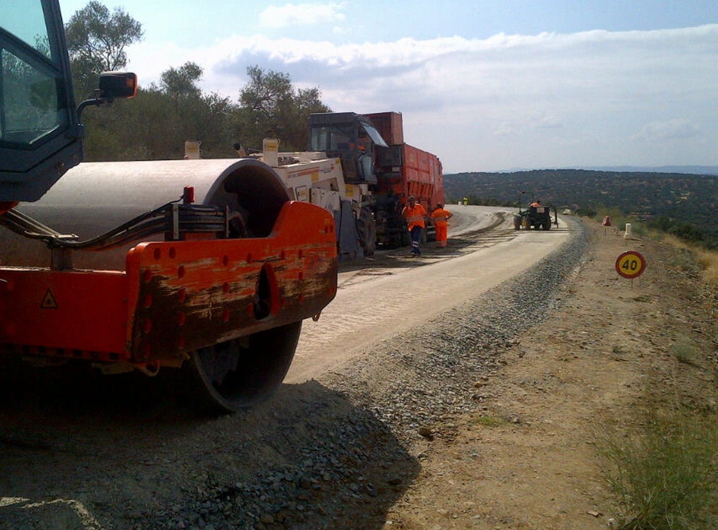 La siguente fase consistirá en prepara los trabajos para la extensión de la capa de aglomerado.