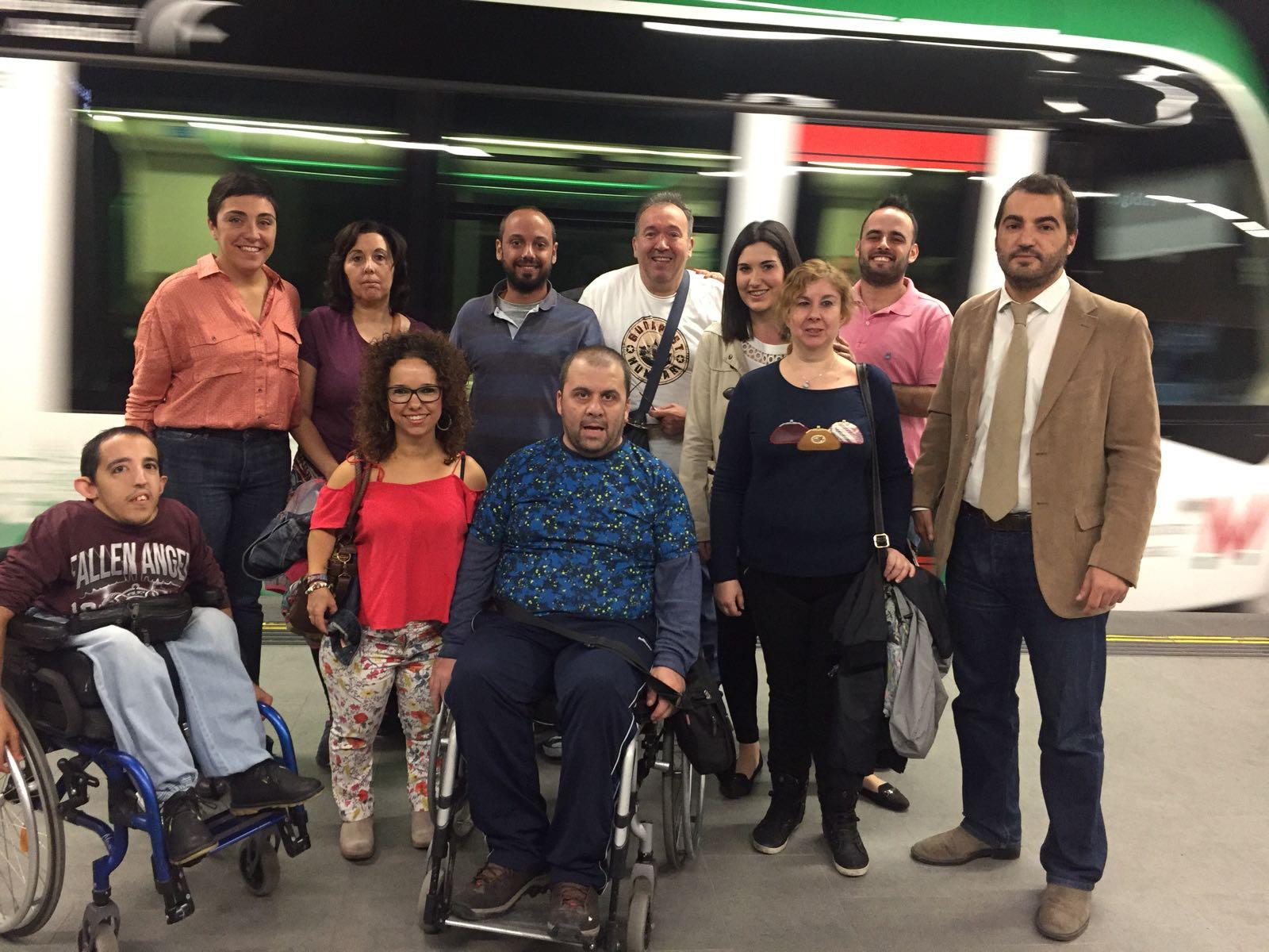 Representantes de Fegradi junto a la delegada territorial de Fomento y Vivienda en Granada.