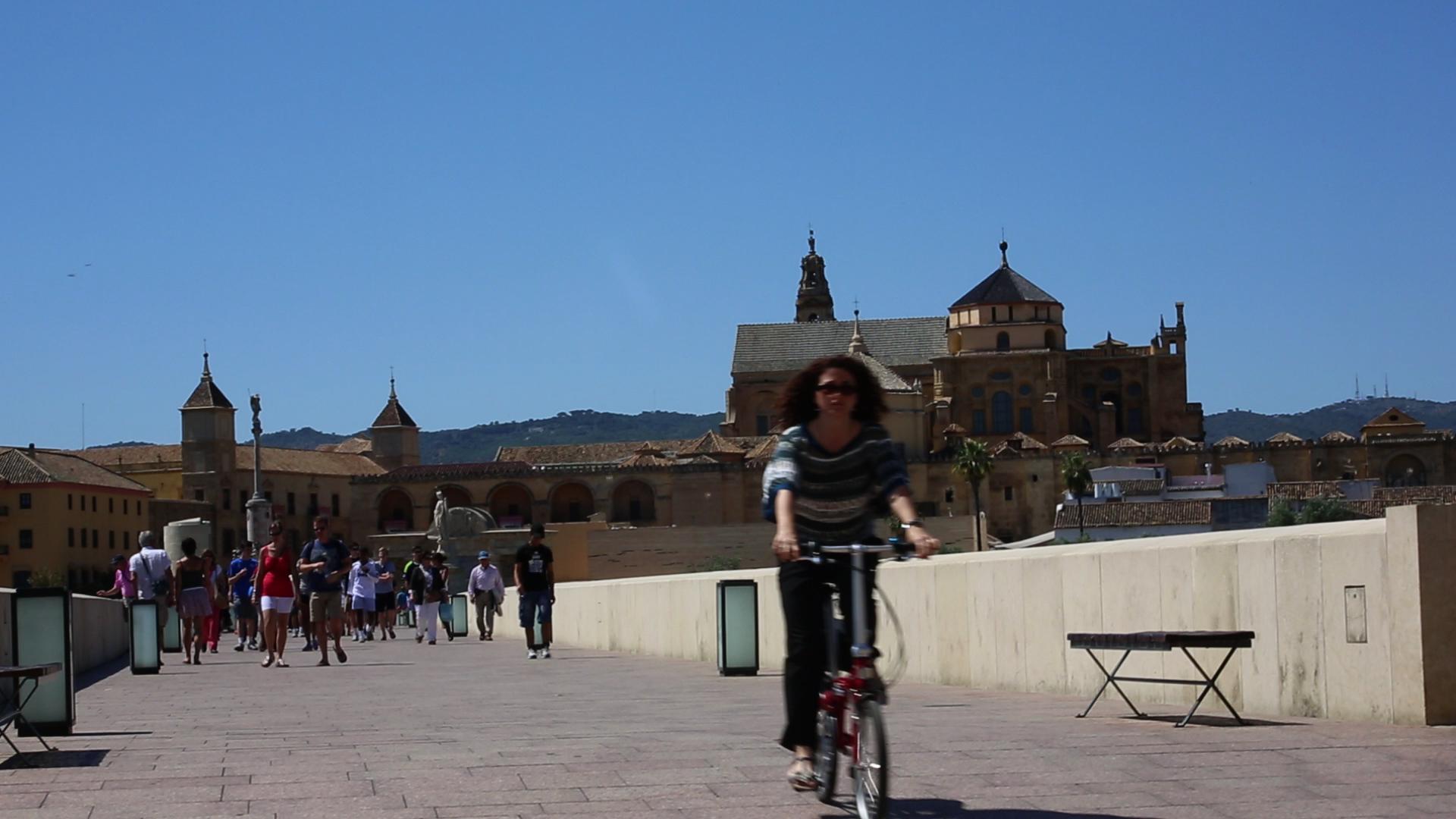 El Plan Andaluz de la Bicicleta prevé la construcción de 30,8 kms de vías ciclistas en la capital de Córdoba.