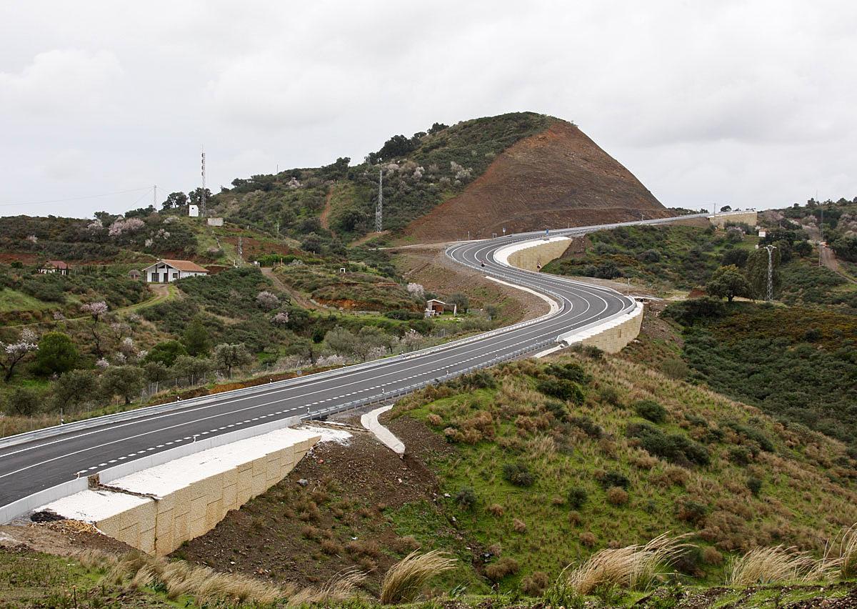 Carretera A-7053 en el entorno de Entrerríos.