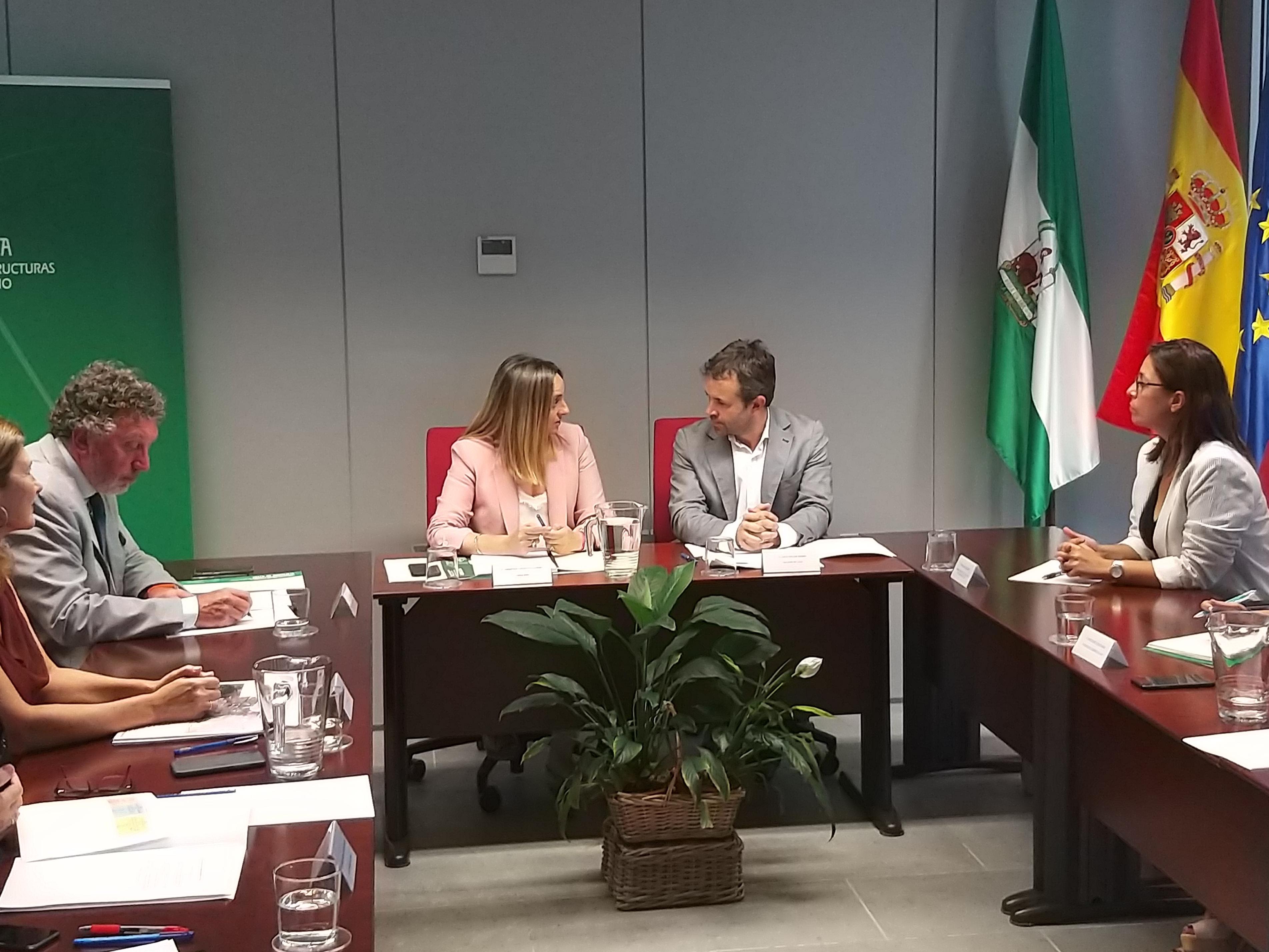 La consejera de Fomento junto al alcalde de Jaén en la reunión mantenida el pasado 30 de julio para impulsar el sistema tranviario.