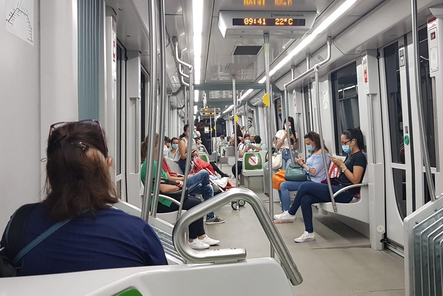 El uso de la mascarilla es obligatorio en el transporte público.