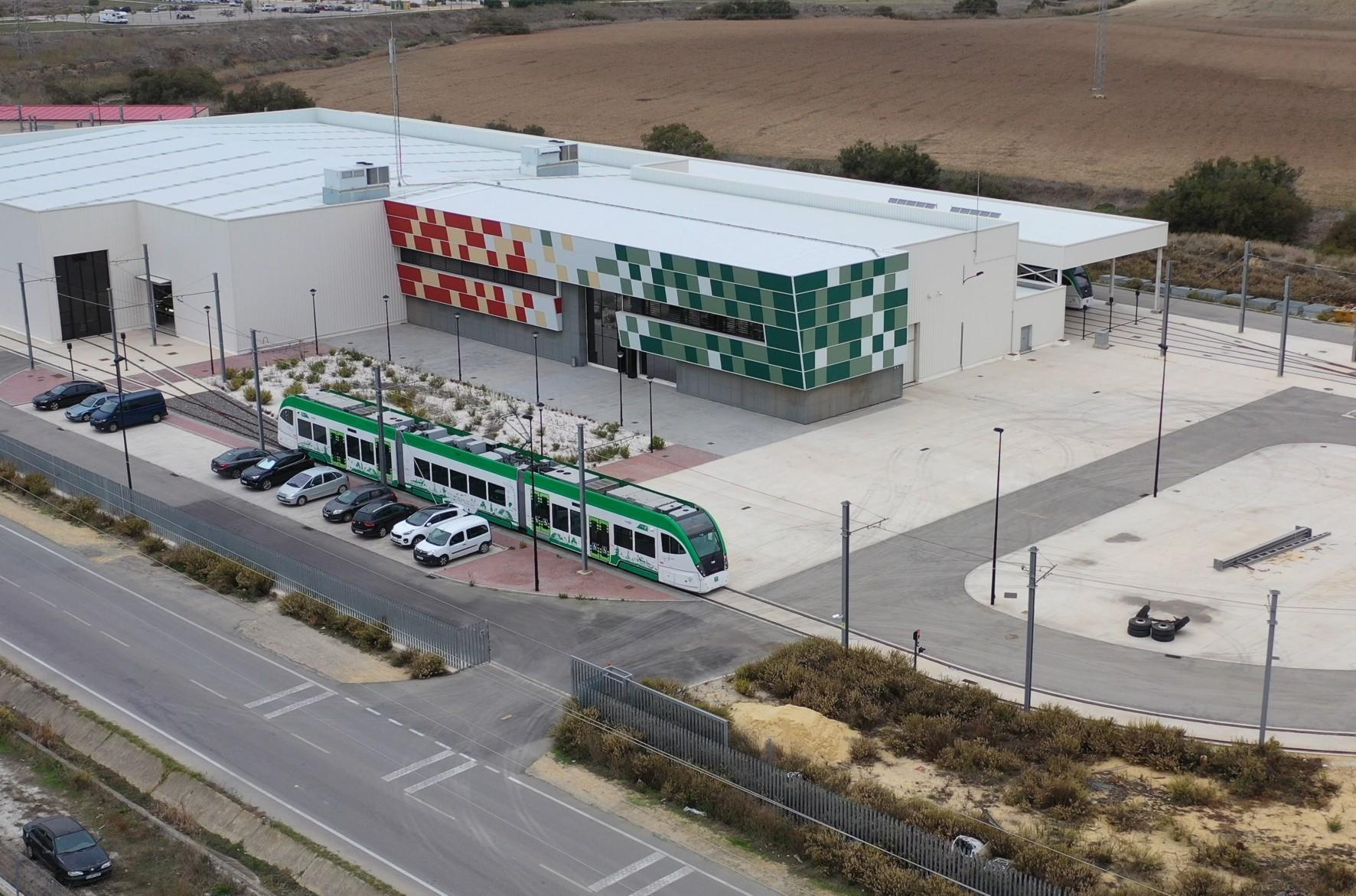 El contrato de limpieza afecta a las cocheras del tranvía en Pelagatos.